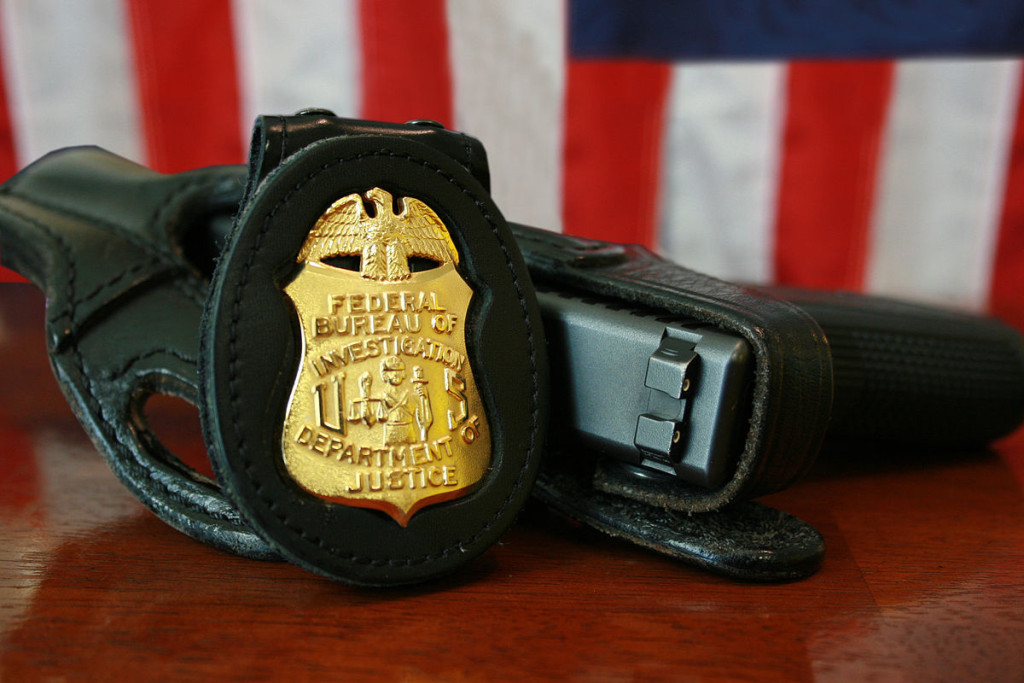 1200px-FBI_Badge_&_gun